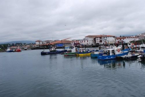 Dia nublado en el puerto de San Juan de Luz