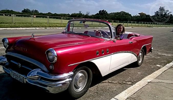 Disfrutando del coche de época en El Morro.