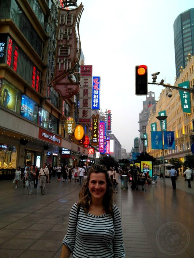 Caminando por Nanjing Road.