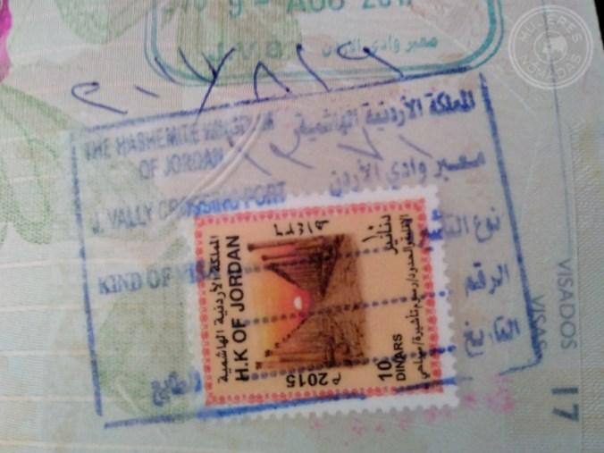 El pasaporte con el sello correspondiente a la entrada por tierra. Zona norte.
