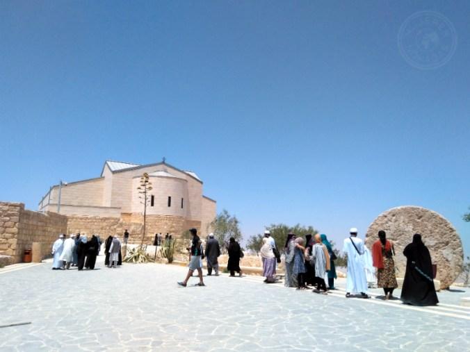 Locales visitando el Mount Nebo.