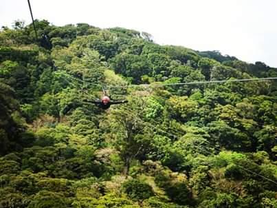 Haciendo Canopy en Monteverde. Costa Rica.