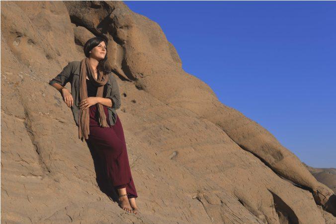 Contemplación absoluta. Paraíso rocoso, en Vardij, a pocos km de la capital de Irán. Enamorada del mundo.