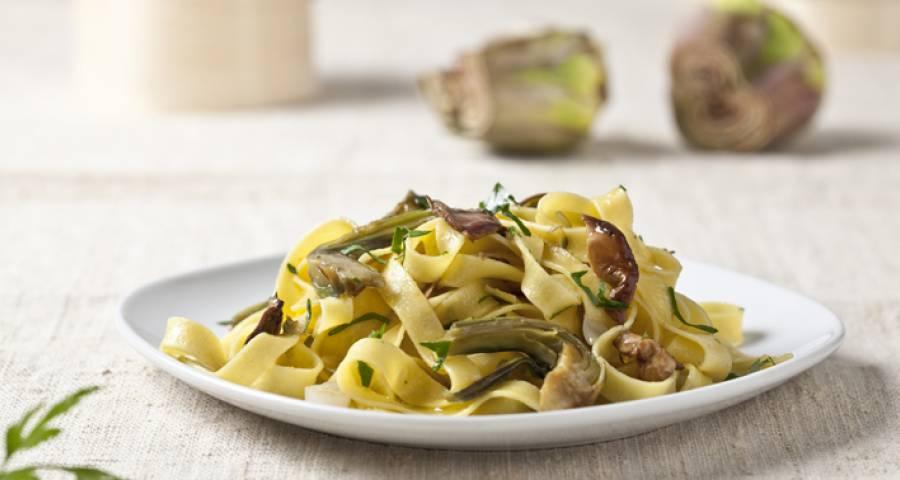 Tagliatelle, receta de pasta con alcachofas y setas
