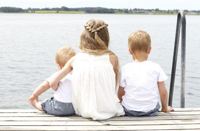 Cada hijo es amado singularmente, es apreciado y valorado por quién es, cada uno es distinto, es único, es maravilloso a nuestros ojos. No por tener más les queremos menos, ni les tratamos en lote.