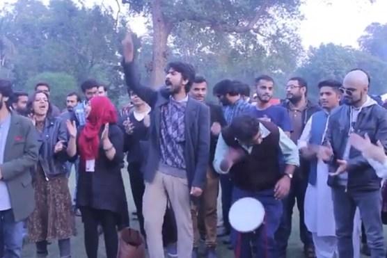 یہ نعرے مارتے, لاکھوں فیس دیتے ایلیٹ کلاس لوگ۔۔ مظفر عباس نقوی