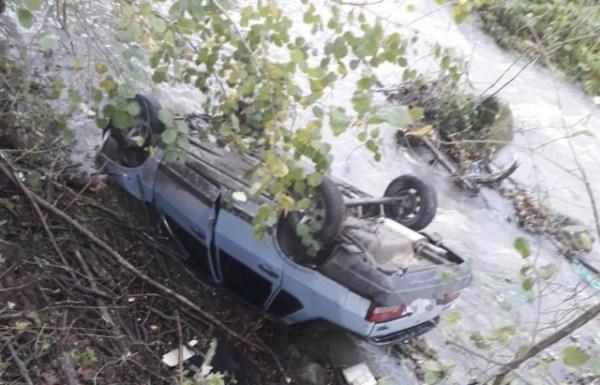 ДТП на Великоберезнянщині: ВАЗ злетів з дороги в річку ...