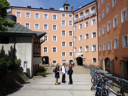 Vor der Musikschule Innsbruck