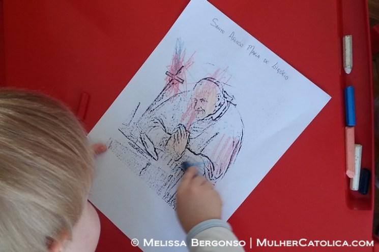 Ele quis pintar a cruz de vermelho. Para uma criança de dois anos, acho que a noção de localização para pintura está muito boa!