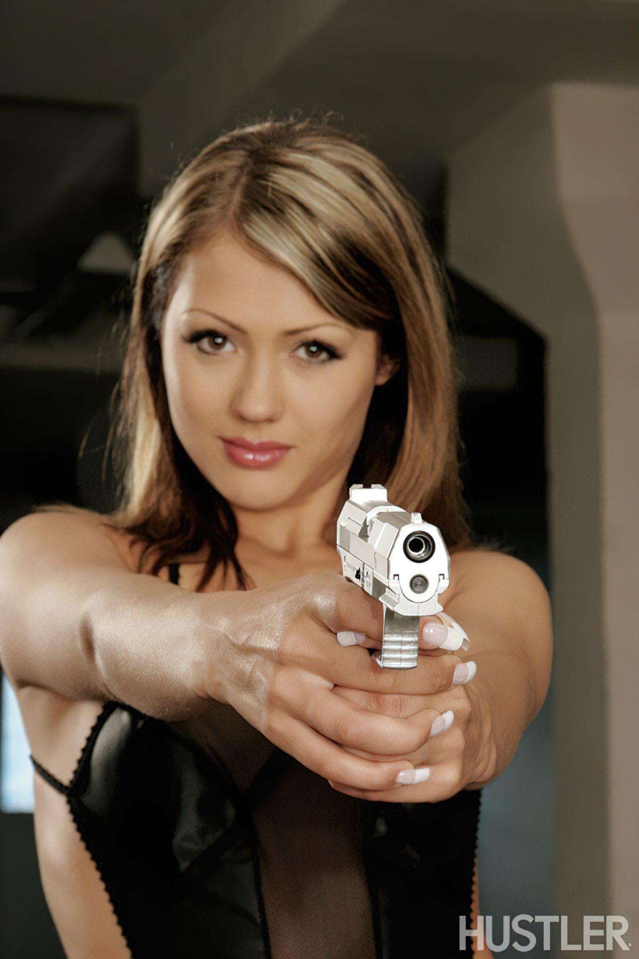 Mulher de Armas (2)