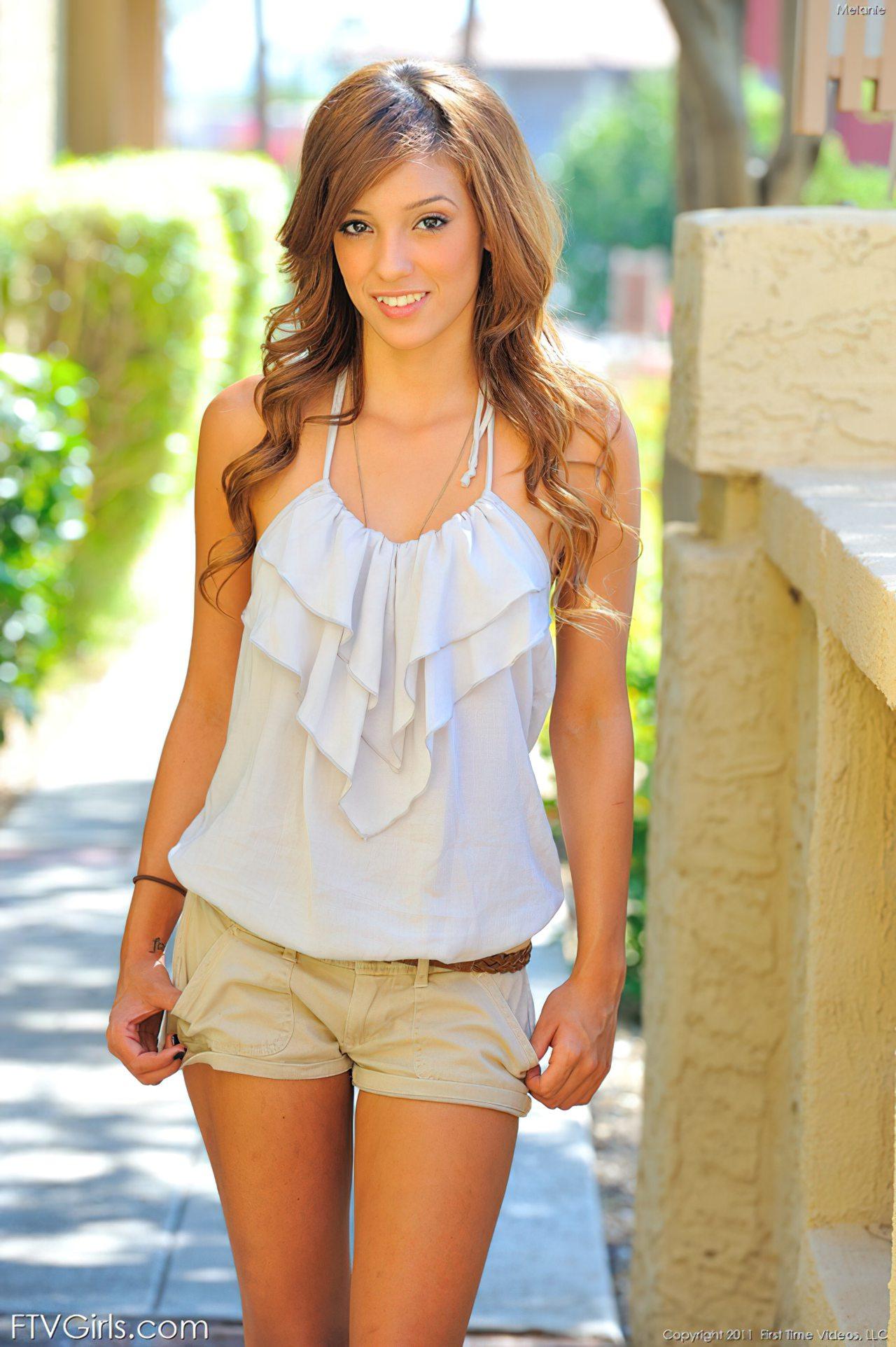 Melanie Rios (2)