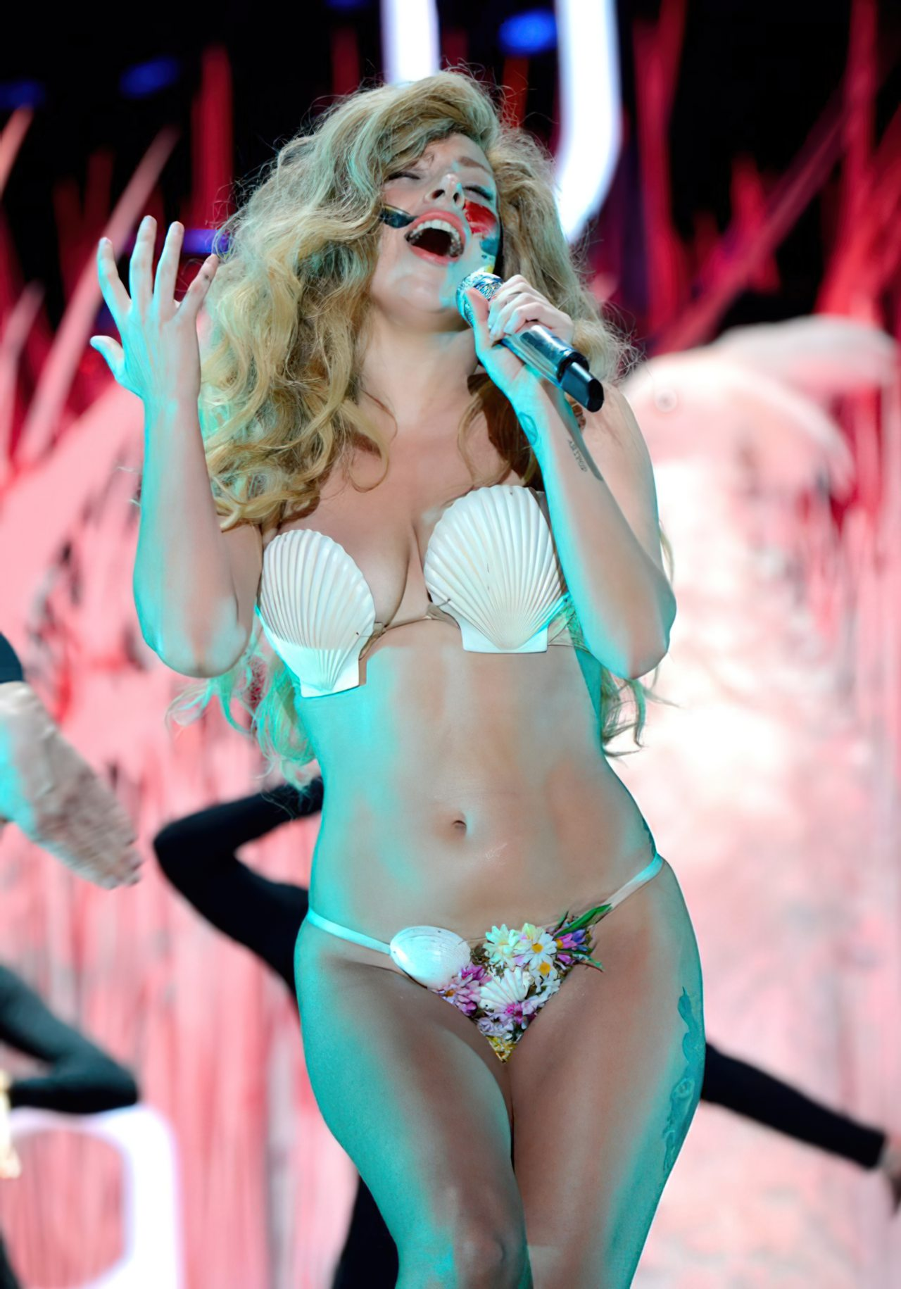 Lady Gaga Biquini (1)