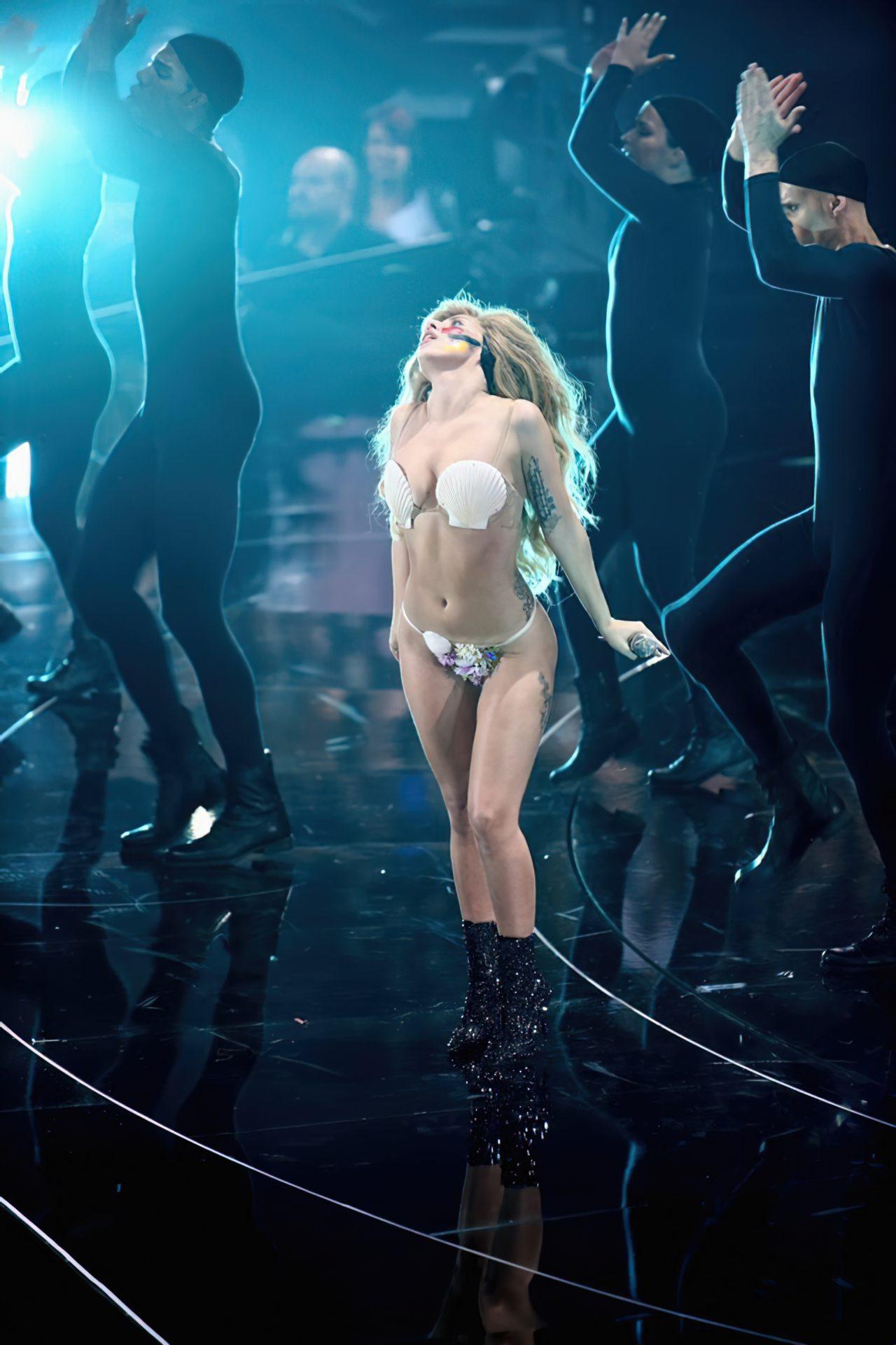 Lady Gaga Biquini (7)