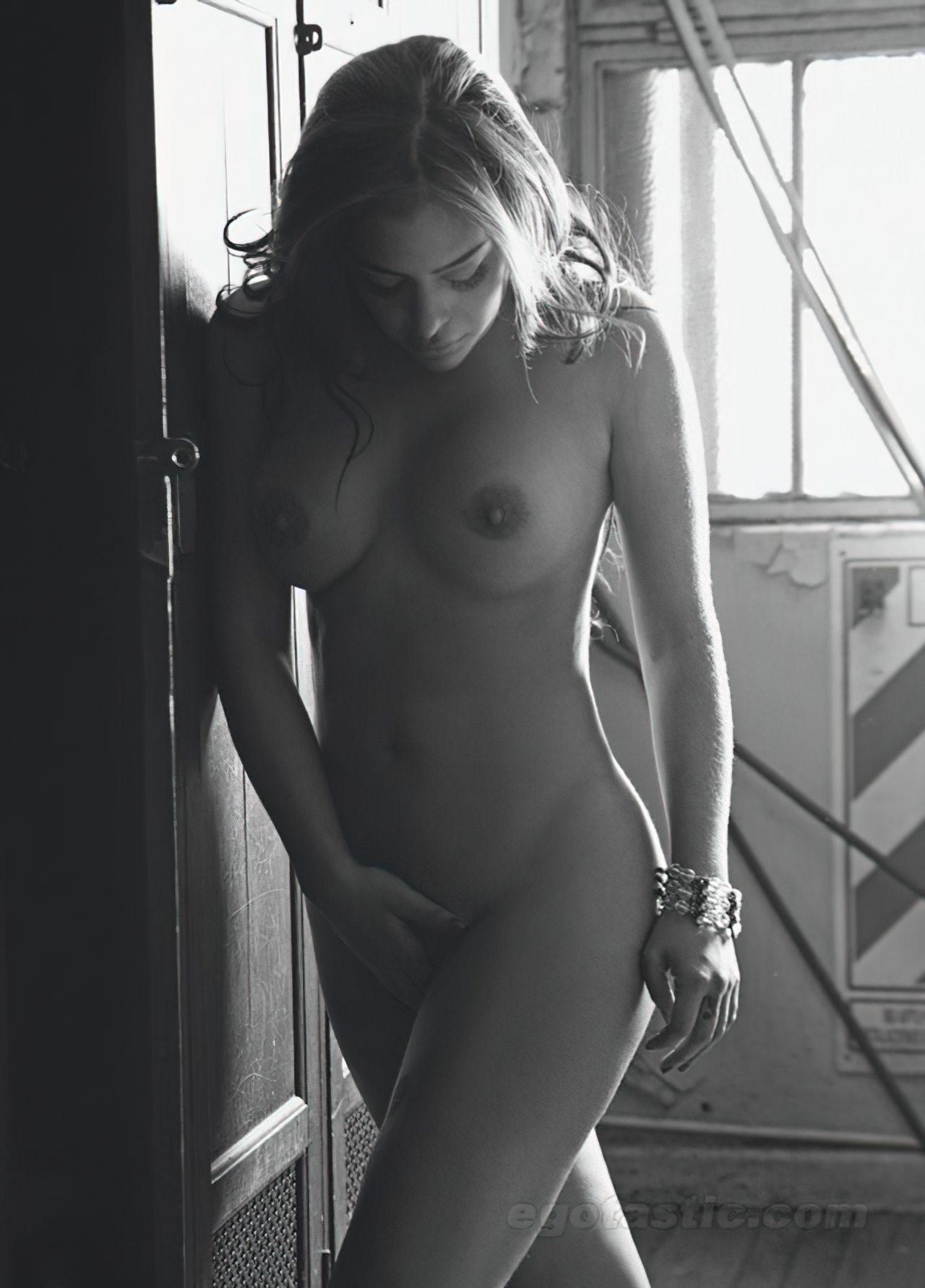 Larissa Riquelme Nua (23)