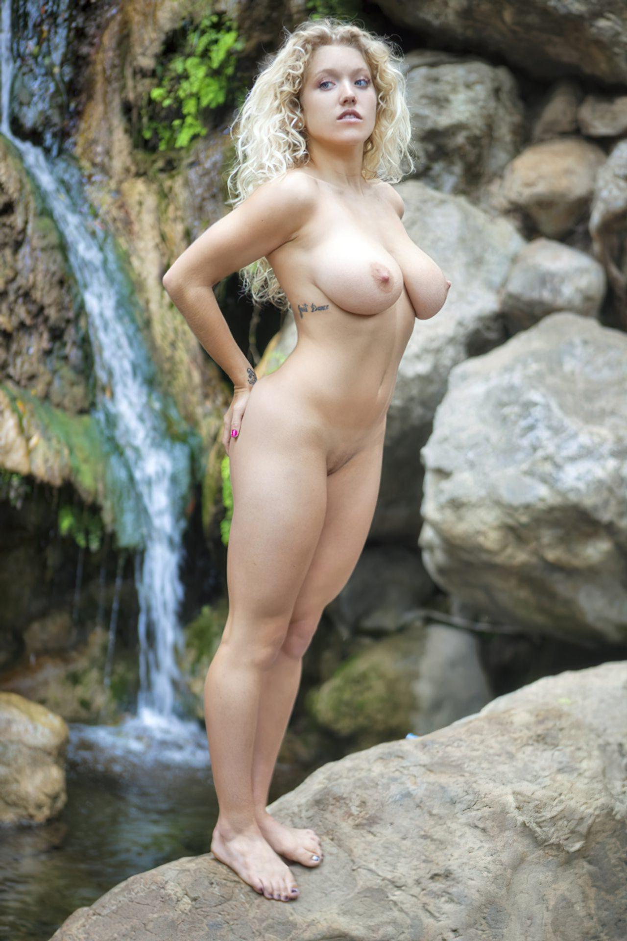 Emily Thorne (37)