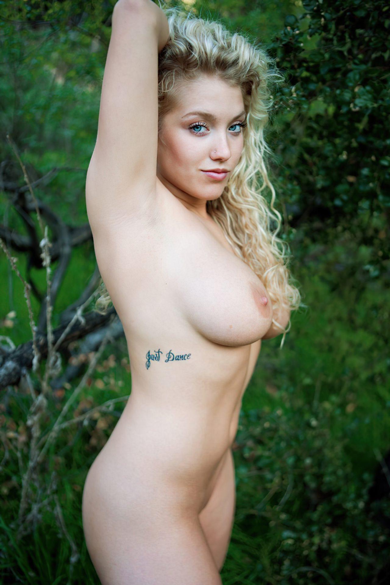 Emily Thorne (44)