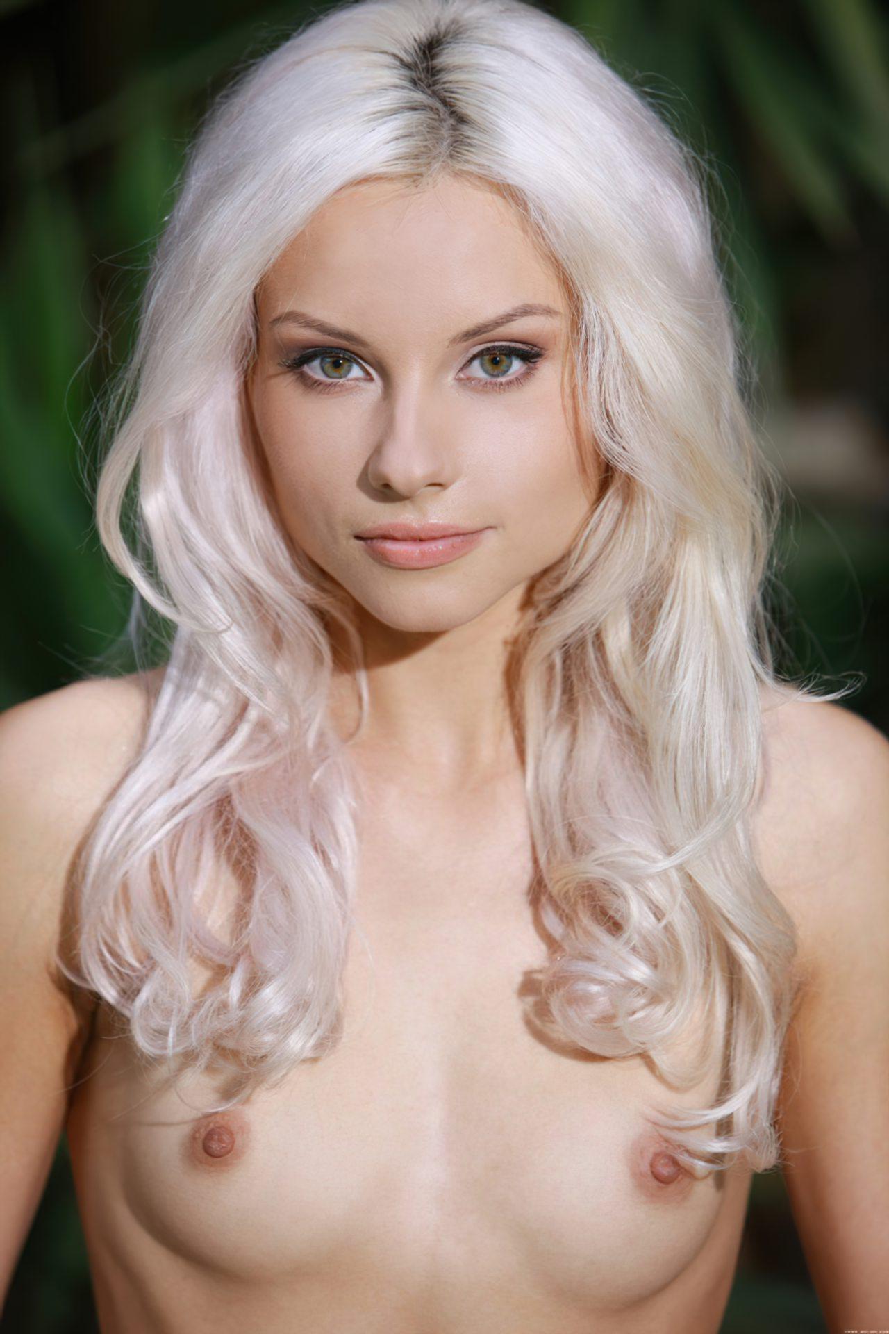 mamas pequenas mulheresnuas