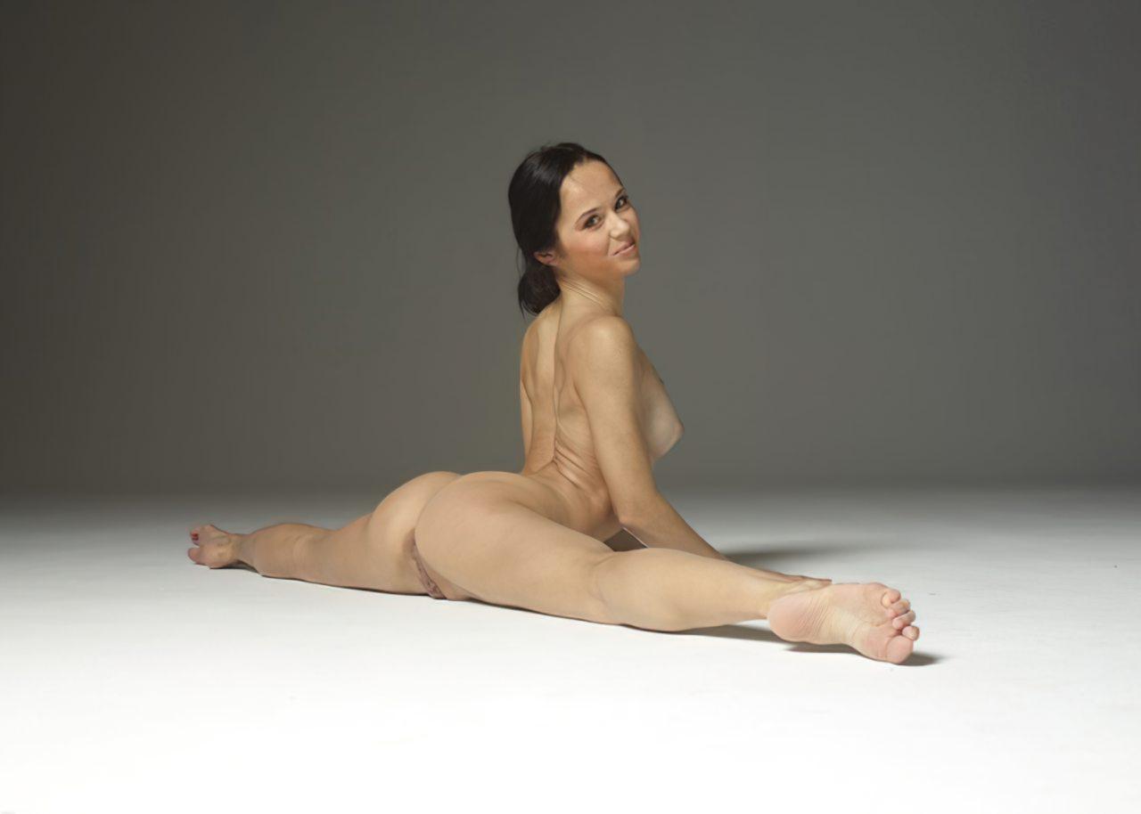 Mulher Flexivel Pelada (4)