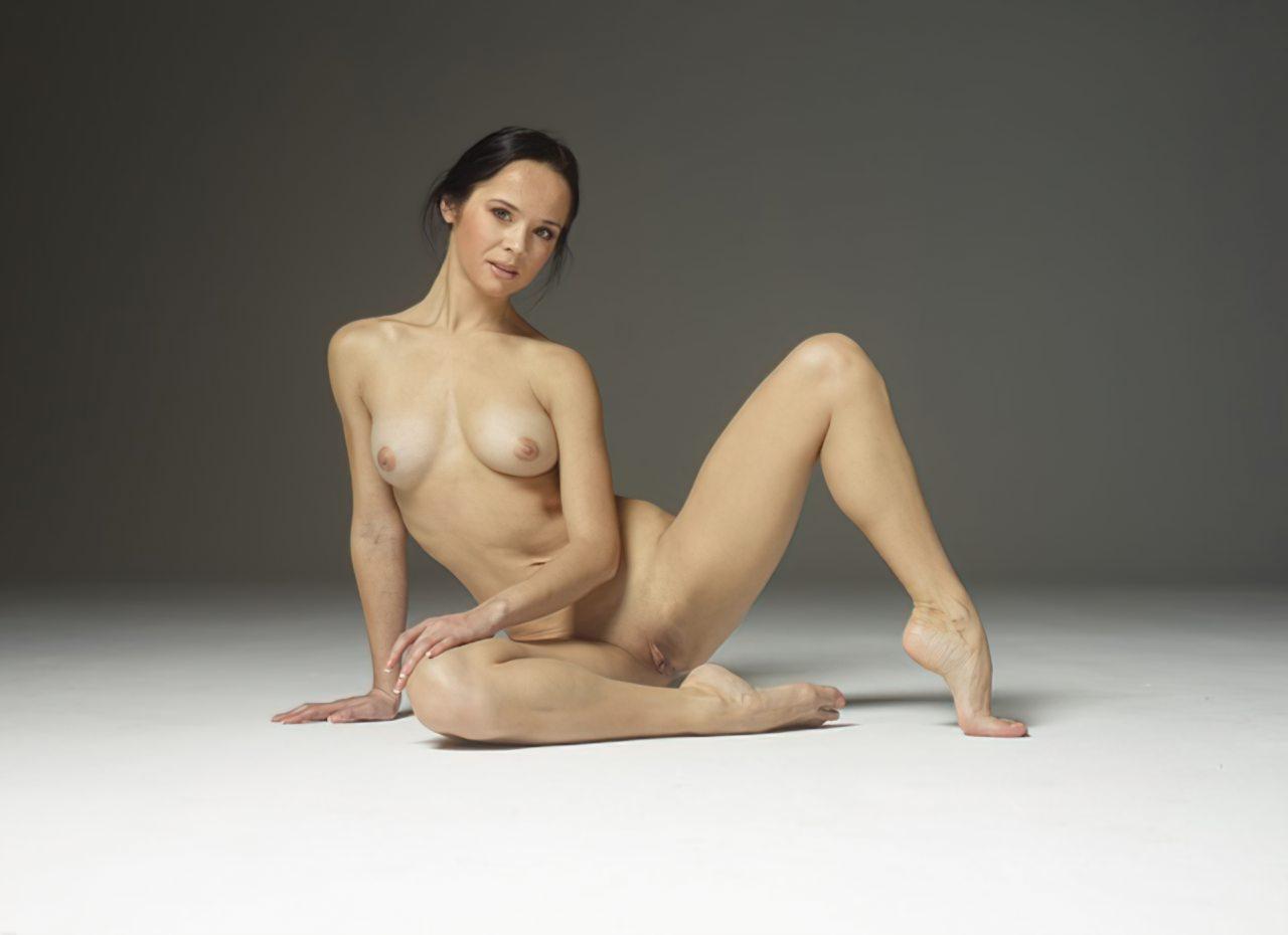 Mulher Flexivel Pelada (7)