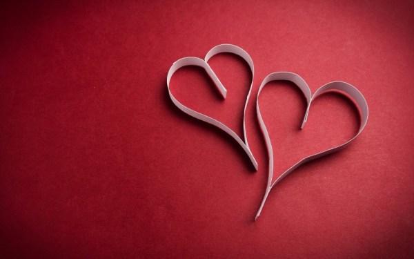 Corações feitos com tiras de papel