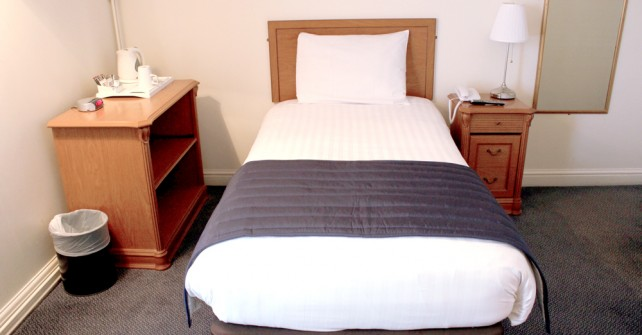 Budget-Hotel-Leeds-single-room-642x335