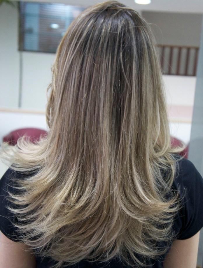 cabelos-com-luzes-acinzentado