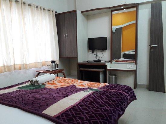 deluxe-couple-room
