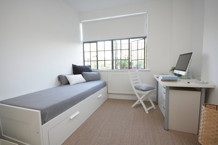 fonte: http://www.houzz.com/photos/2645632/Flat-renovation-London-contemporary-bedroom-london