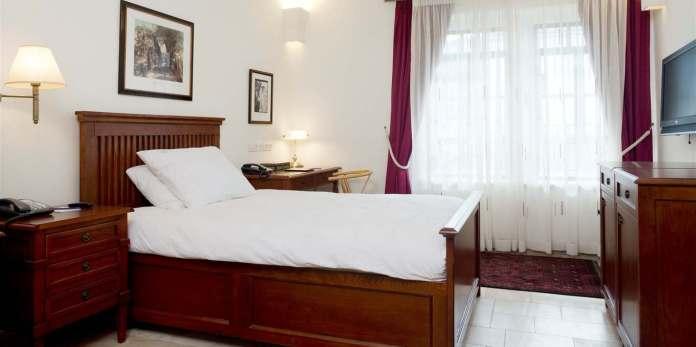 room-42-single-standard-use.jpg.1360x678_default