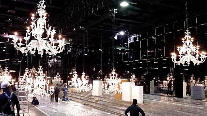 noleggio lampadari grandi dimensioni in vetro per fiere ed eventi