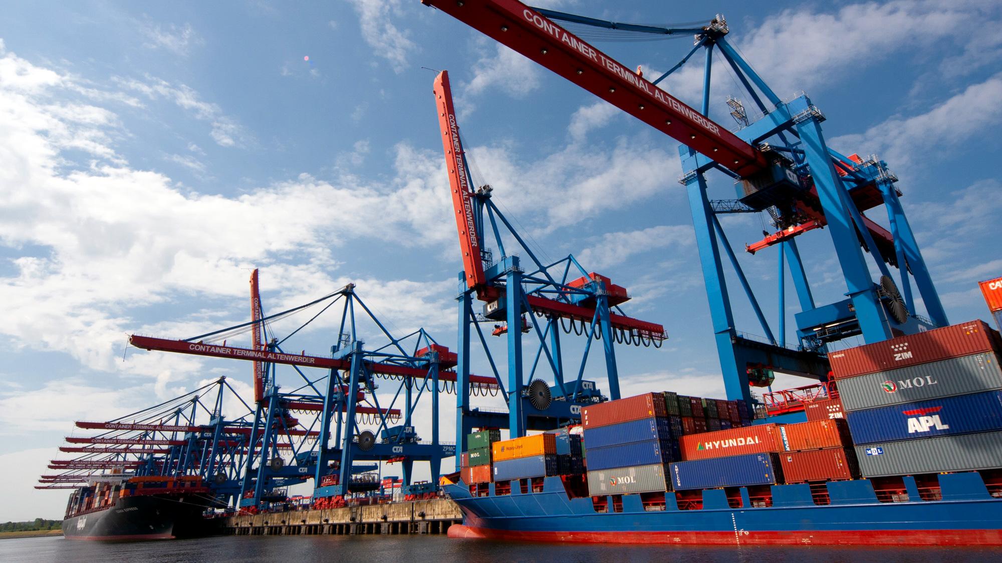 Turunkan Biaya Logistik hingga 25 Persen dengan Tol Laut