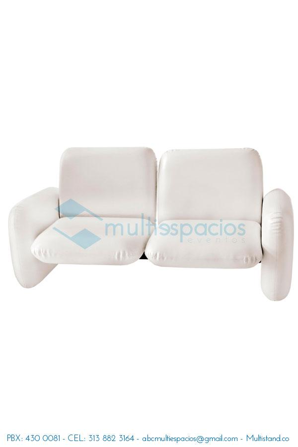 Alquiler de Salas Lounge, Sofá blanco, poltronas, mesas puff, tapetes, iluminación