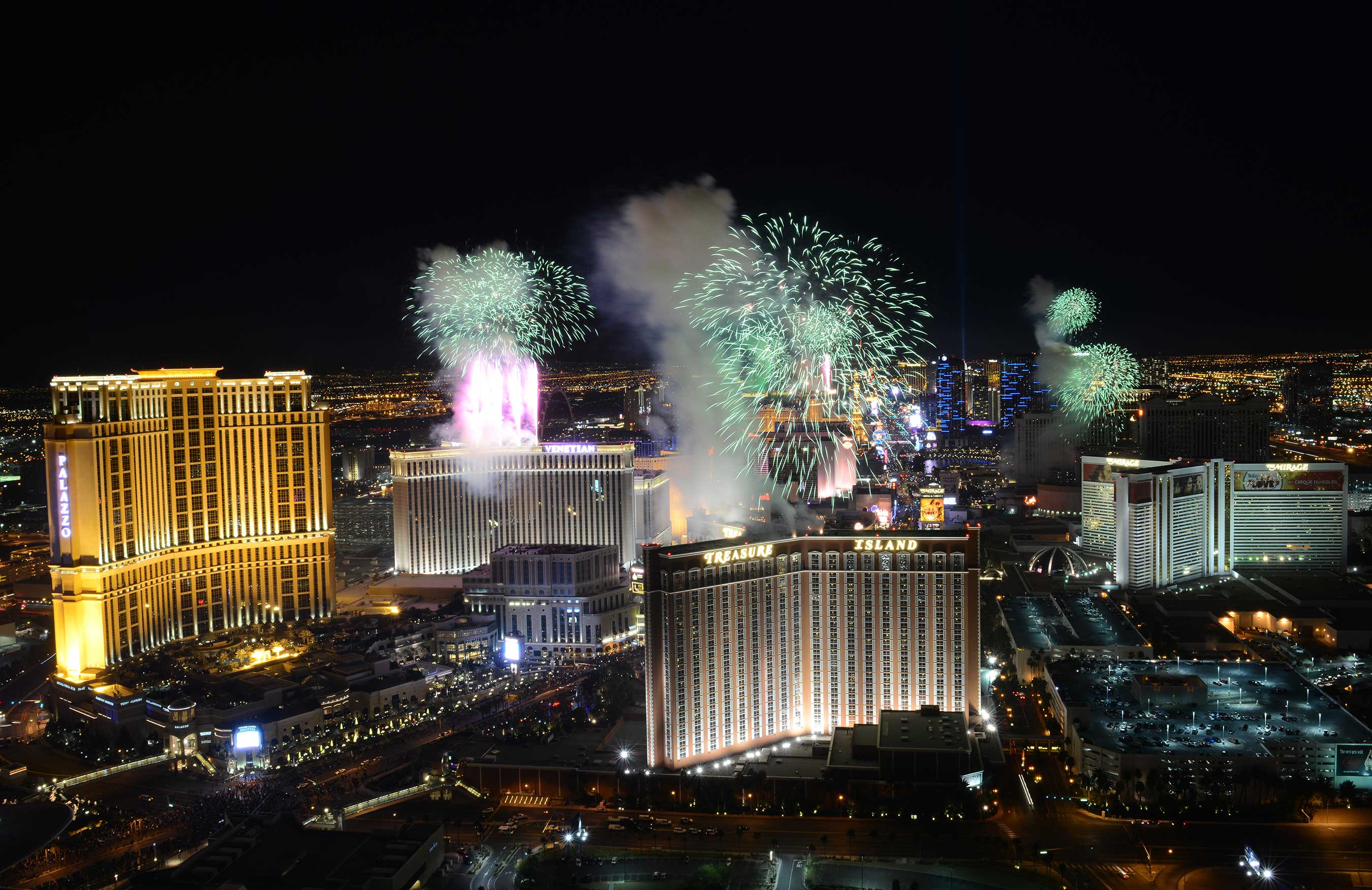 LAS VEGAS RINGS IN 2015 WITH DAZZLING NEW YEAR S EVE EXTRAVAGANZAS View of Las Vegas ringing in 2014 from Trump International Hotel