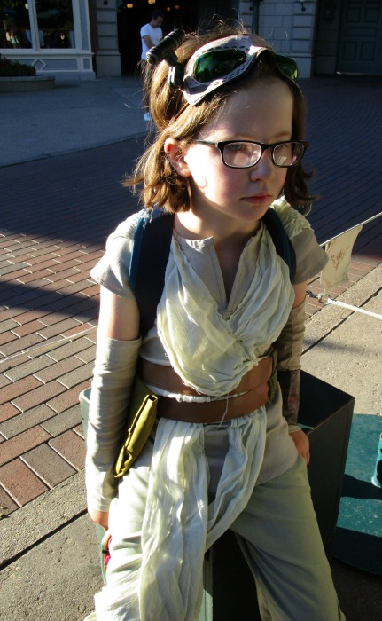 H as Rey, Official Disney Rey Costume