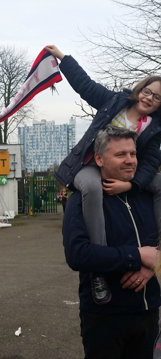 H on shaun's shoulders