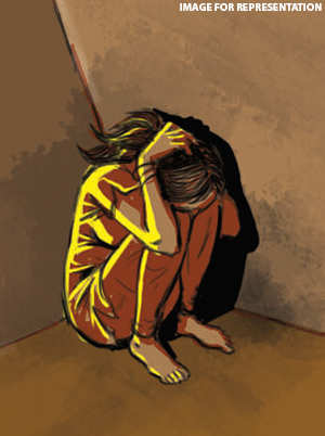 Drunk teacher molests students returning from Pune after losing game