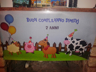 striscione per festeggiare il secondo compleanno