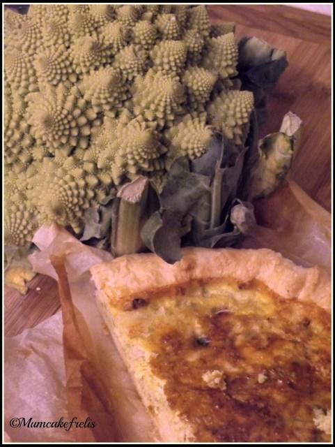 Torta salata con cavolfiore romanesco