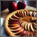 Crostata di mele con nocciole e crema alla cannella