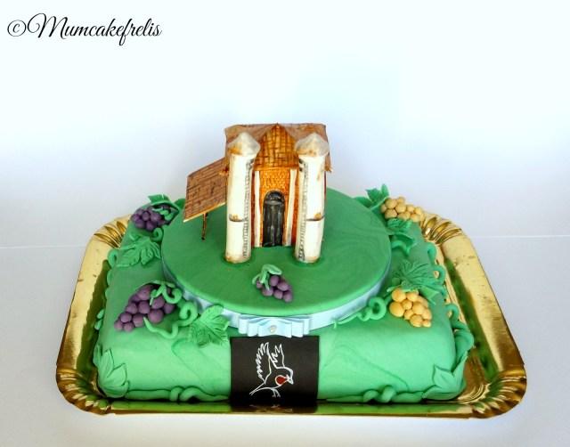foto panoramica torta con fienile in pasta di zucchero