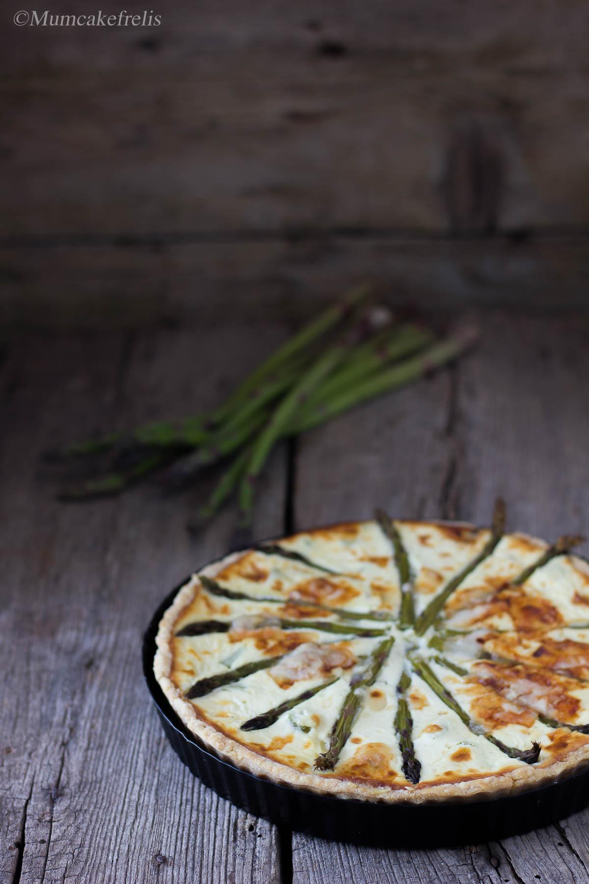 Crostata salata con asparagi e formaggio