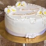 Torta comunione con calle in pasta di zucchero