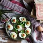 Uova ripiene con mousse di asparagi