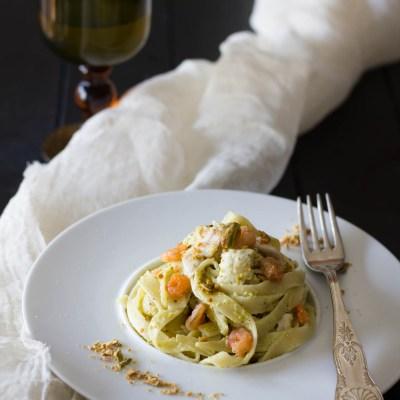 Pasta al profumo di mare e pesto di pistacchi.