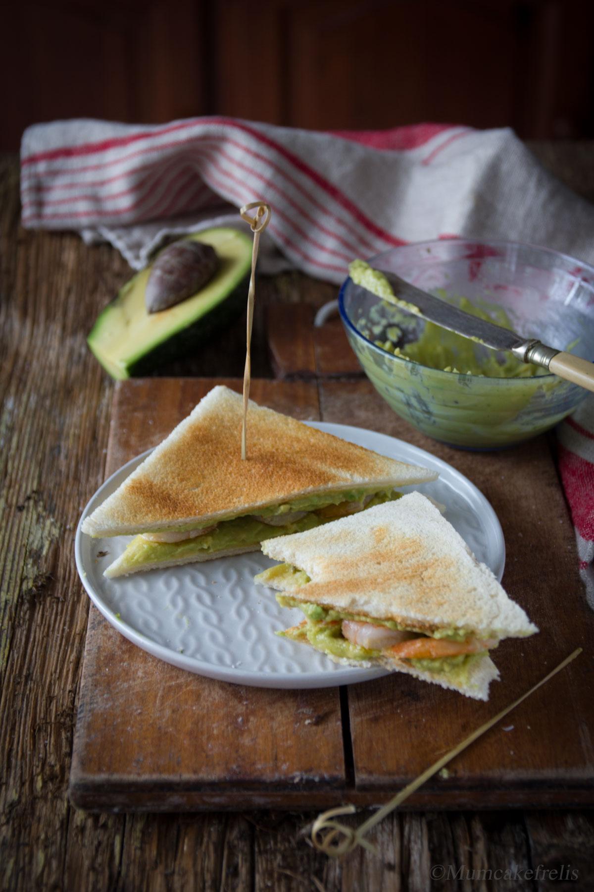 toast con avocado e mazzancolle, avocado toast images, avocado toast lime