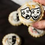Biscotti dipinti a mano con maschere.