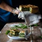 Torta salata di spinaci, con uova e ricotta.