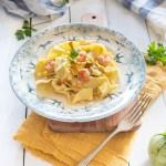 Pasta all'uovo con zucchine e gamberi