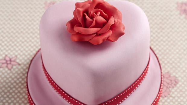 how to ice a cake with ready to roll icing how to ice a heart shaped cake