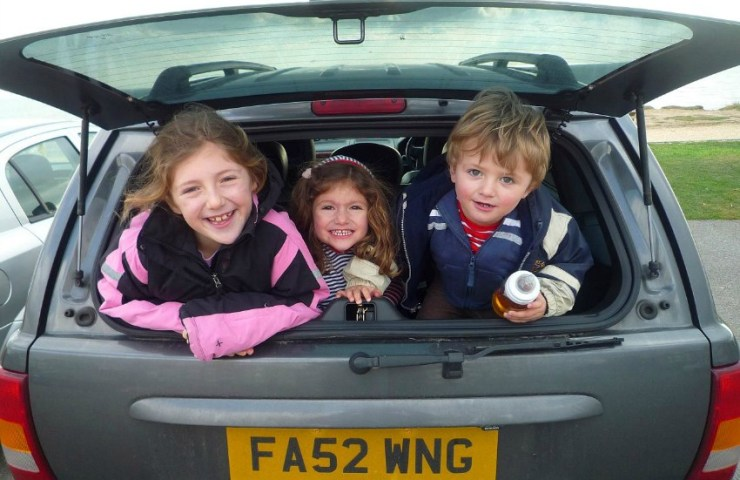 road-trip-tips-road-trip-with-kids-road-trip-with-children-how-to-keep-kids-entertained-in-the-car
